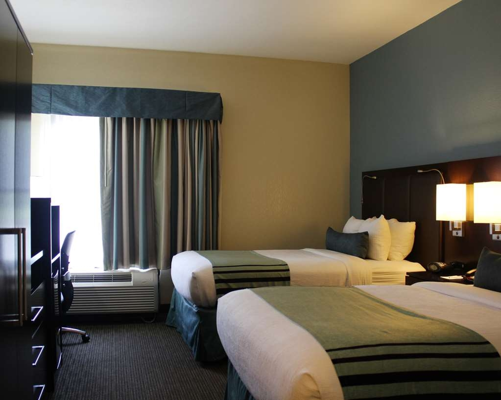 Best Western Plus Tallahassee North Hotel - Enjoy our non-smoking queen accessible rooms which boasts two queen beds a 37-inch LED TV a work space with desk and chair and a luxurious bathroom with a walk-in shower.