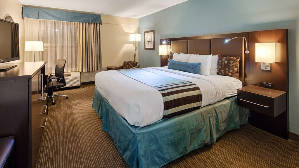 Best Western Plus Tallahassee North Hotel - Sink into our comfortable King bed each night and wake up feeling completely refreshed. Or stay in it and watch TV all day. We won't tell anyone.