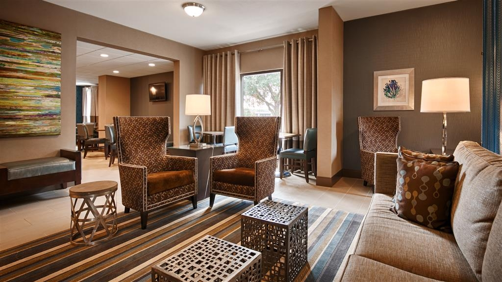 Best Western Plus Tallahassee North Hotel - Come and enjoy the lobby offering a place to socialize with other guests or members of your party.