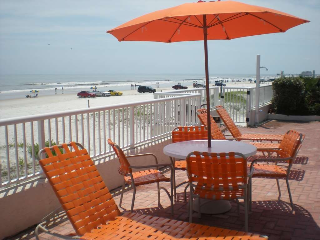Best Western Daytona Inn Seabreeze Oceanfront - You should be here! Read a book on our pool deck and watch the ocean breeze.