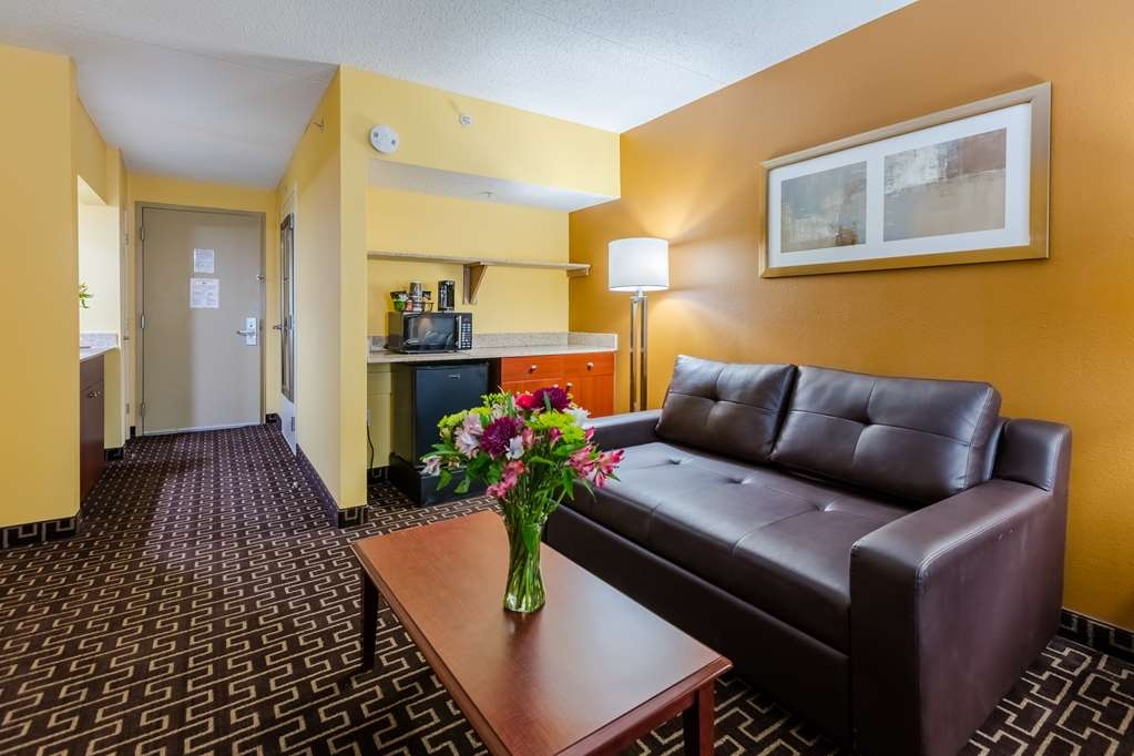 Best Western Milton Inn - Guest Suite Sitting Area