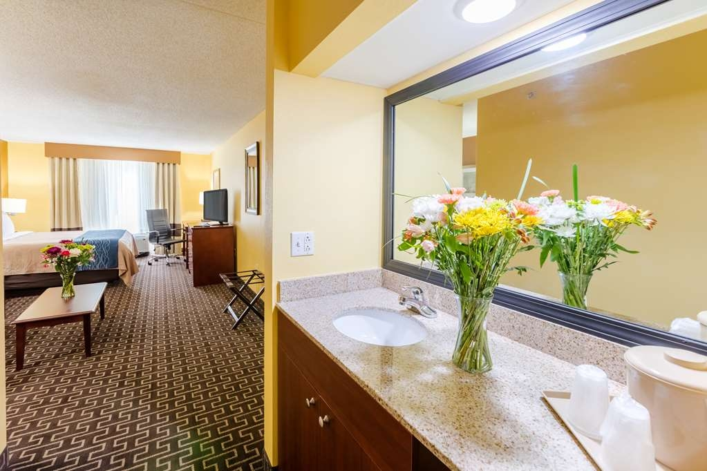 Best Western Milton Inn - Suite Bathroom