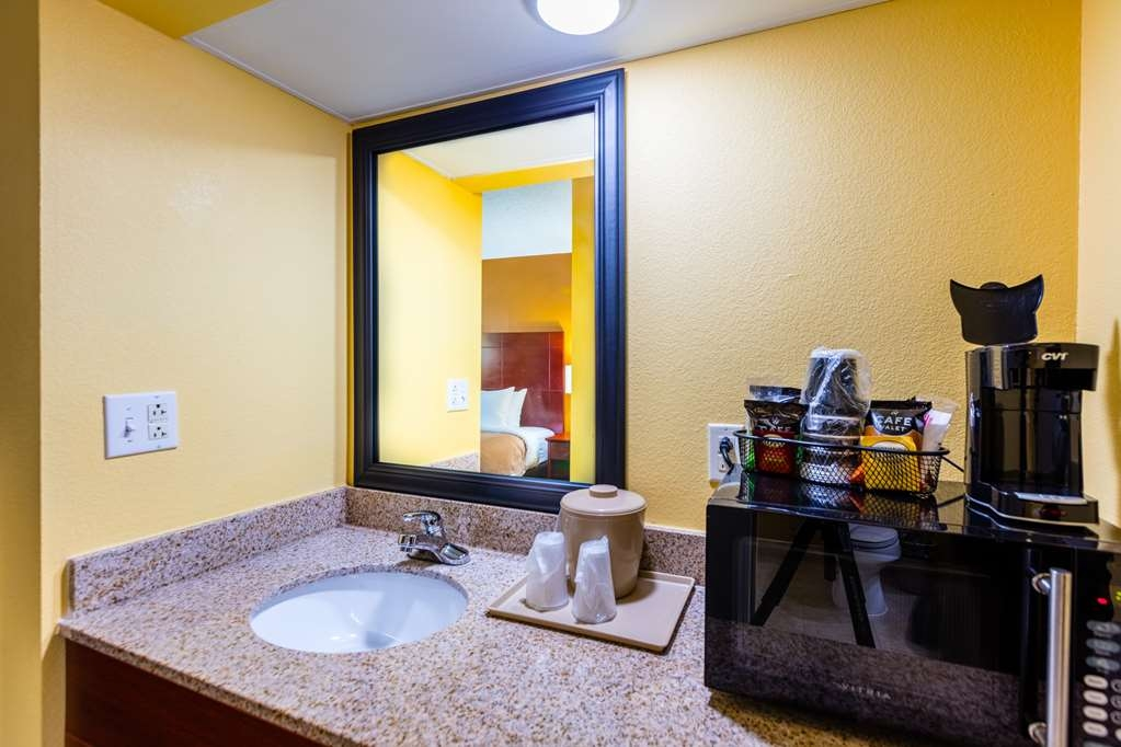 Best Western Milton Inn - King Guest Room Amenities