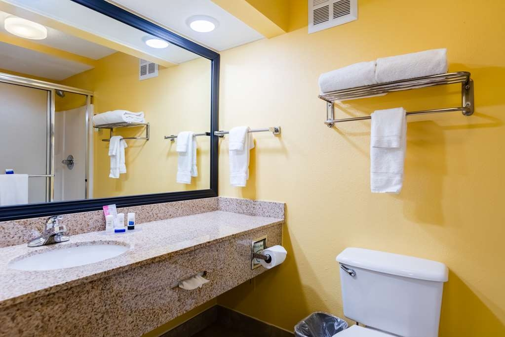 Best Western Milton Inn - King Bathroom