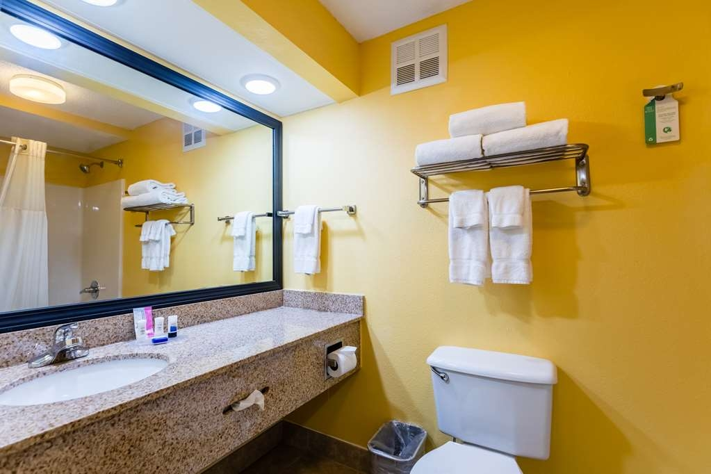 Best Western Milton Inn - Two Queen Bathroom