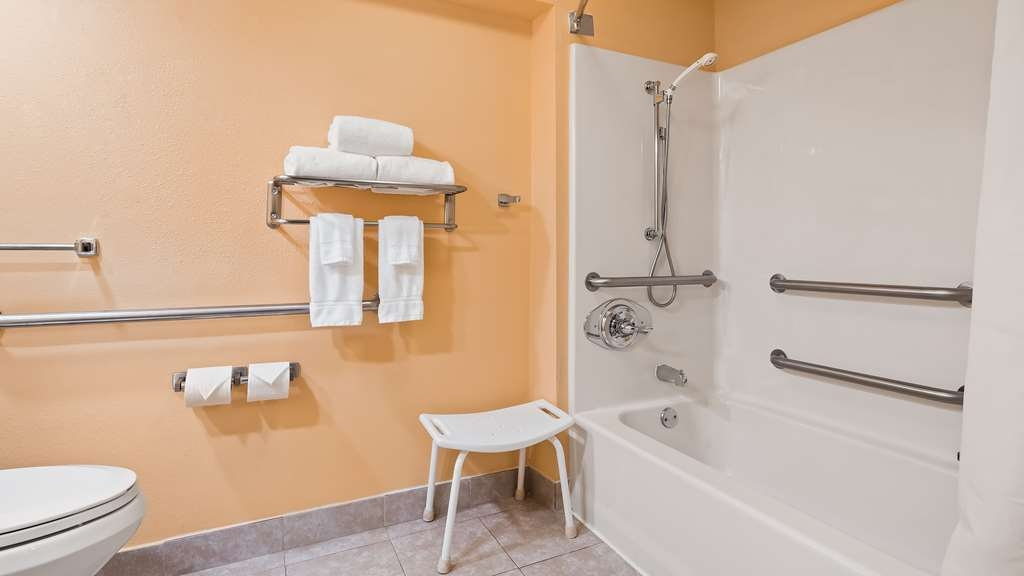 Best Western Milton Inn - Accessible Guest Bathroom