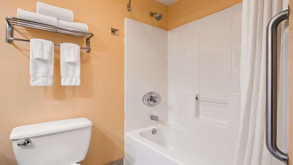 Best Western Milton Inn - Guest Bathroom