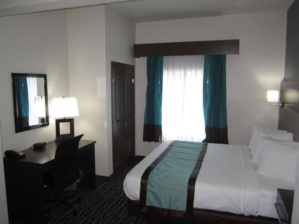 Best Western Waldo Inn & Suites - Our rooms have a modern and comfortable feel to ensure guest satisfaction.