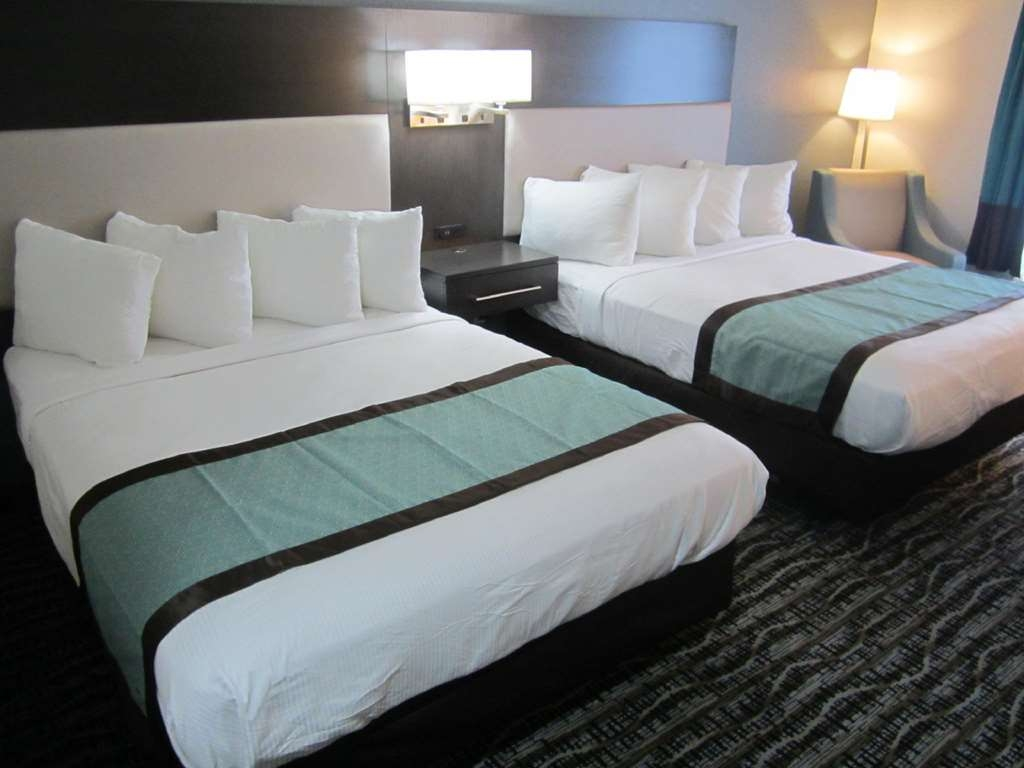 Best Western Waldo Inn & Suites - Our double queen guest rooms are perfect for when you are travelling with older children or another couple. They ensure that everyone gets a great nights sleep.