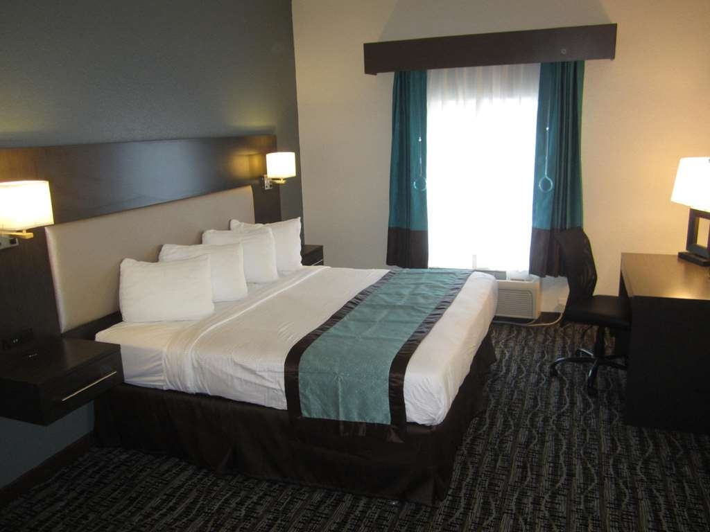 Best Western Waldo Inn & Suites - our comfortable king sized beds ensure that you will get a good nights sleep.