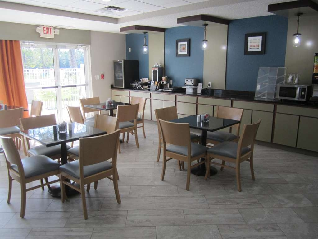 Best Western Waldo Inn & Suites - With many choices on our complimentary breakfast you can eliminate an additional breakfast stop.