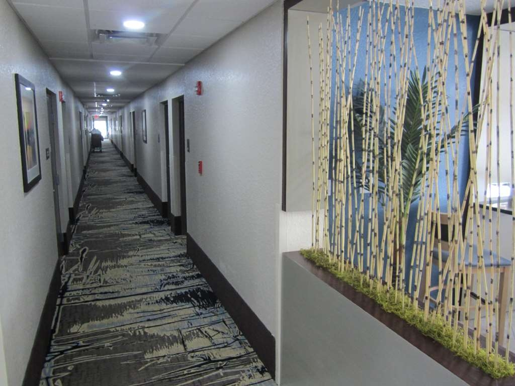 Best Western Waldo Inn & Suites - our interior corridors are well lit and tastefully decorated.