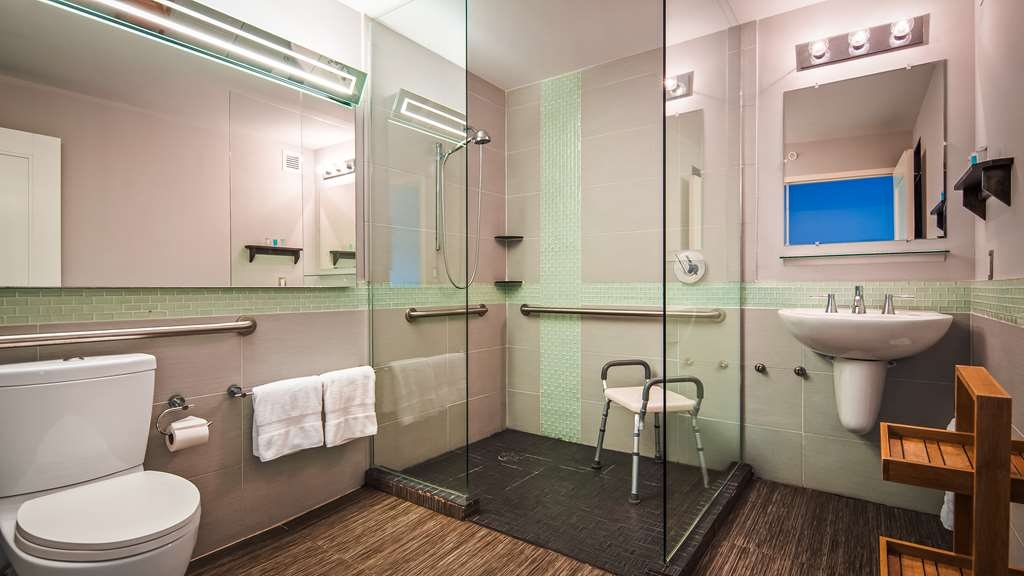 Bentley's Boutique Hotel, BW Premier Collection - Accessible Guest Bathroom