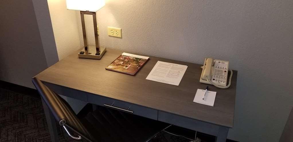 Best Western Plus St. Augustine I-95 - Work Desk in Guest Room