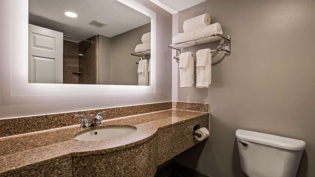 Best Western Plus St. Augustine I-95 - Guest Bathroom