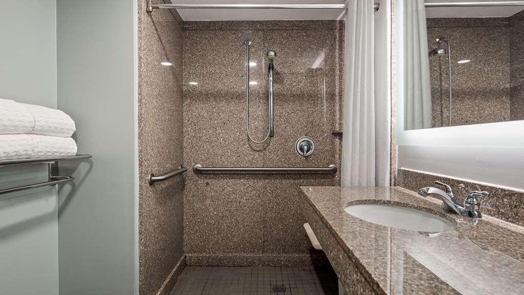 Best Western Plus St. Augustine I-95 - Accessible Bathroom