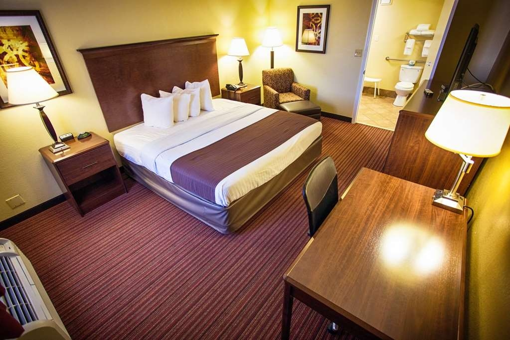Best Western Athens Inn - Our Standard King non-smoking ADA mobility accessible room comes with a 40-inch flat panel LCD TV, refrigerator, coffee maker, hair dryer and iron/ironing board.