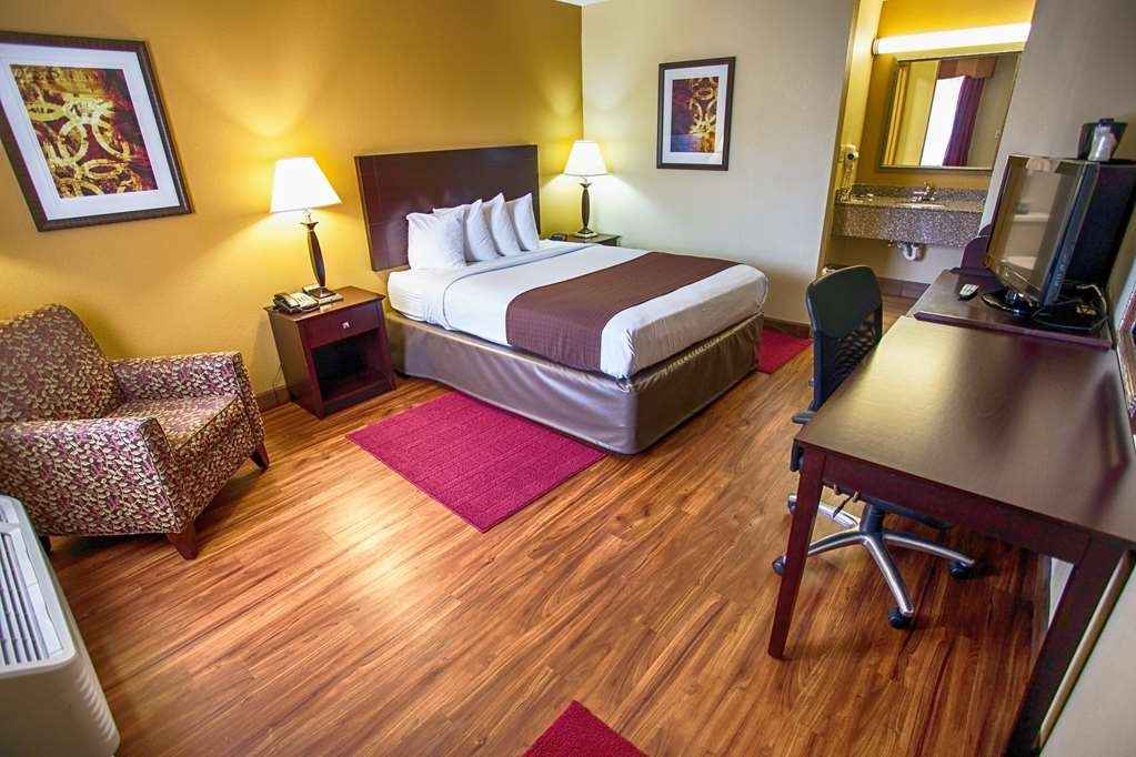 Best Western Athens Inn - Our Single Queen pet friendly non-smoking room has a 32-inch flat panel LCD TV, coffee maker and hair dryer. limited rooms available.
