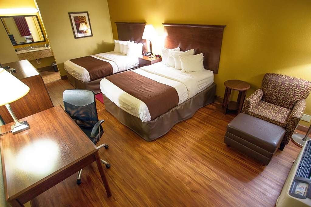 Best Western Athens Inn - Two Queen pet friendly smoking room has a 40-inch flat panel LCD TV, coffee maker and hair dryer. Limited rooms available.