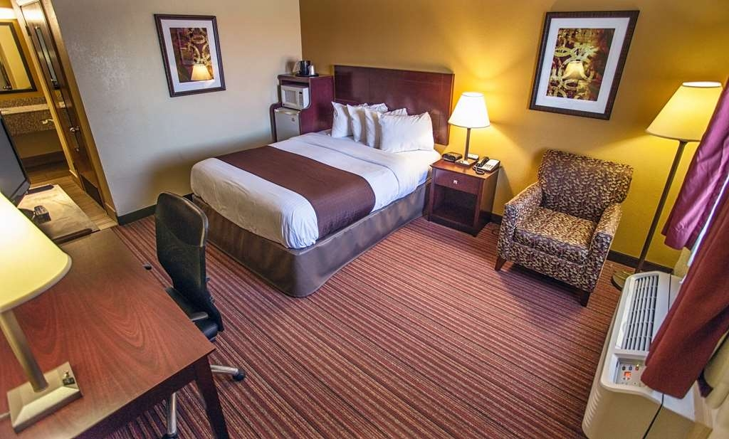 Best Western Athens Inn - Our Single Queen ADA mobility accessible non-smoking room has a 40-inch LCD TV, refrigerator, coffee maker, hair dryer, iron and ironing board.
