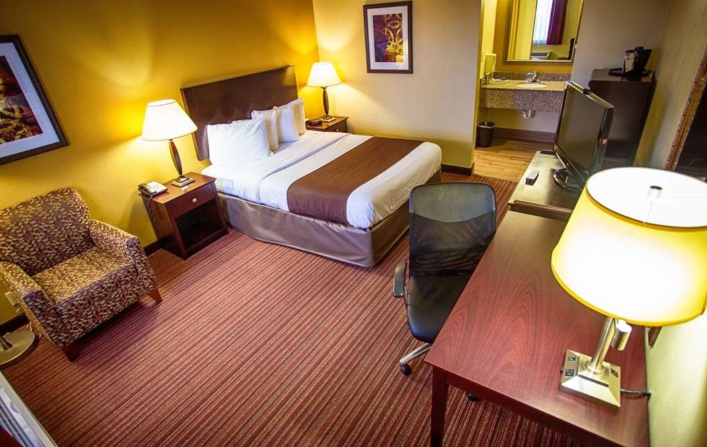 Best Western Athens Inn - Single Queen non-smoking room has a 40-inch LCD TV, refrigerator, microwave, coffee maker, hair dryer, iron and ironing board.