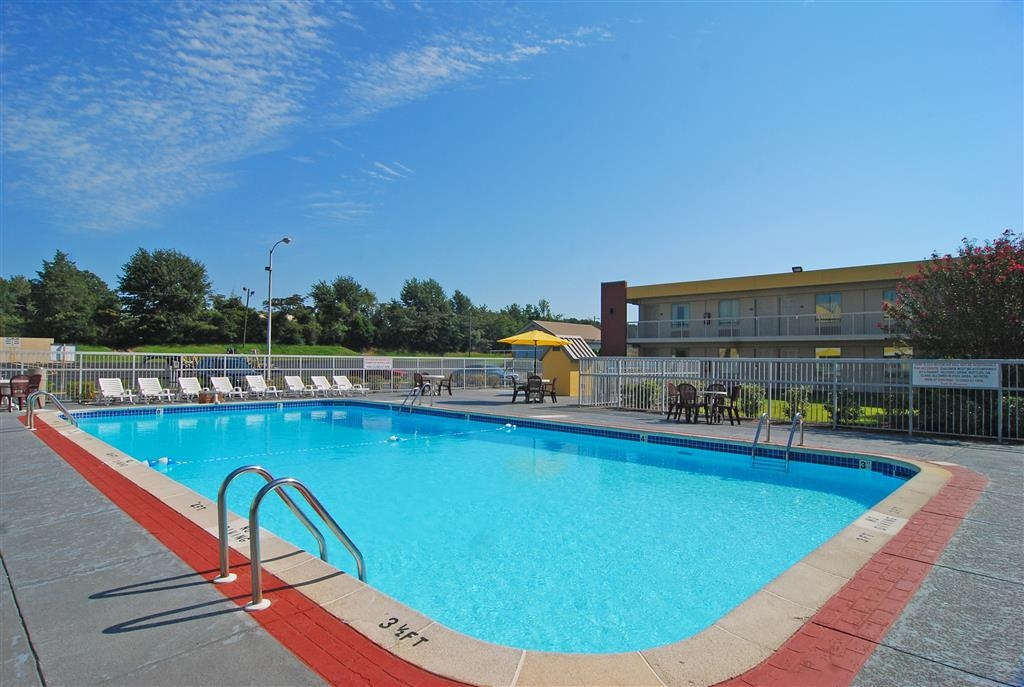 Best Western University Inn - Tuscaloosa's largest hotel swimming pool!