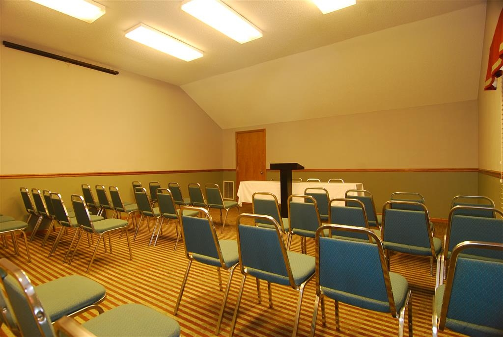 Best Western University Inn - 400 square feet meeting room, accommodates up to 35 people.