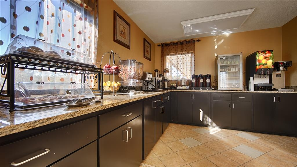 Best Western Greenville Inn - Start your morning off right by enjoying a complimentary breakfast.