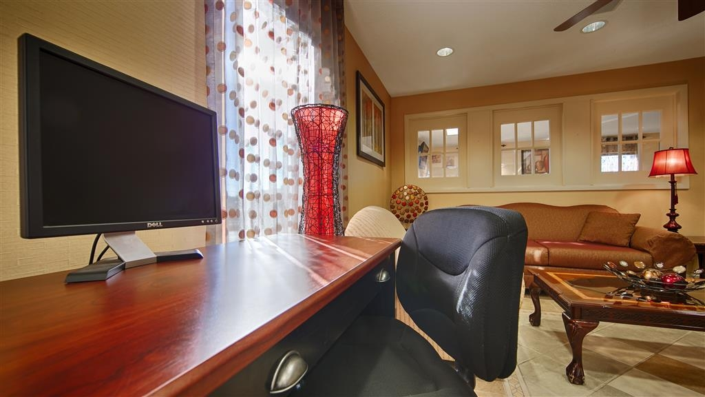 Best Western Greenville Inn - Catch up with work in our 24-hour business center.
