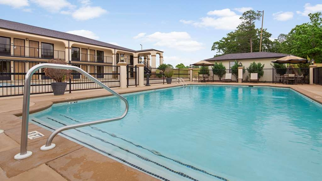 Best Western Andalusia Inn - Soak up the sun and take in the surrounding landscape while relaxing in our outdoor pool.