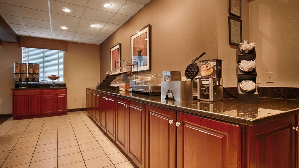 Best Western Plus Oak Mountain Inn - Le petit déjeuner buffet