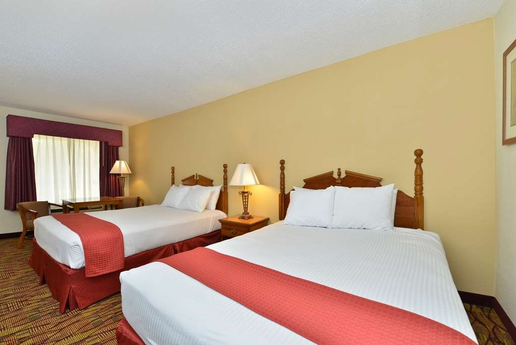 Best Western Inn - Wake up refreshed in this double queen guest room.