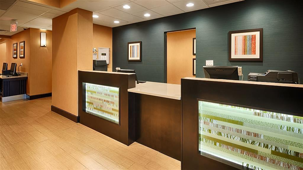 Best Western Plus Gadsden Hotel & Suites - The moment you step into our inviting lobby, youu2019ll feel like part of our family, stay with people who care.