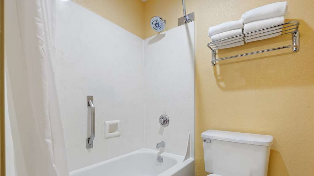 Best Western Plus Carlton Suites - Enjoy getting ready for the day in our fully equipped guest bathrooms.