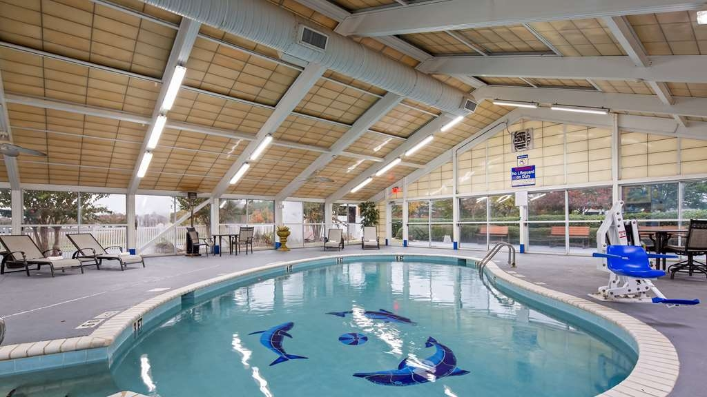 Best Western Plus Carlton Suites - Vue de la piscine