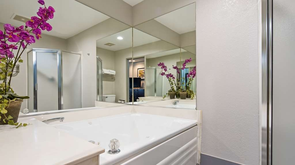 Best Western Plus Carlton Suites - Suite