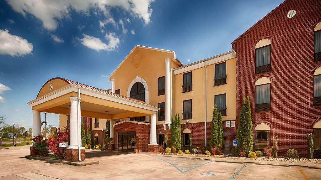 Best Western Plus Bass Hotel & Suites - Aussenansicht