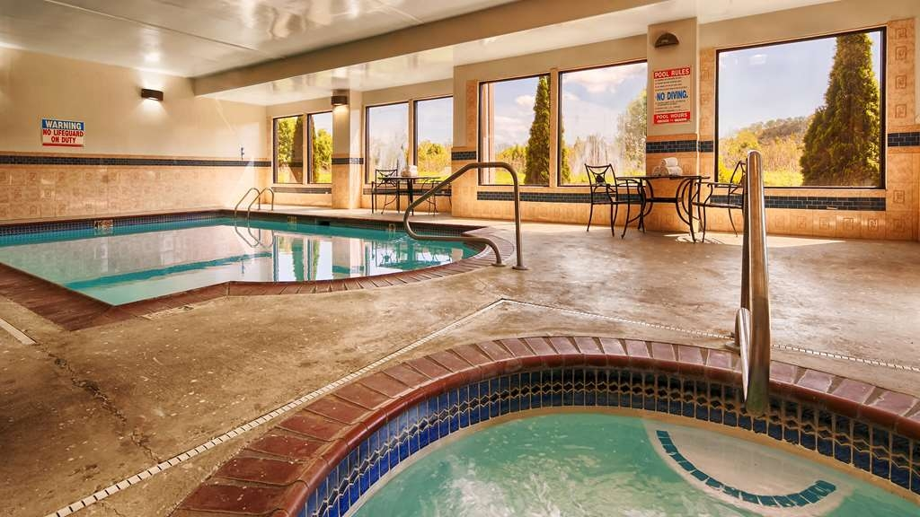 Best Western Plus Bass Hotel & Suites - piscina cubierta