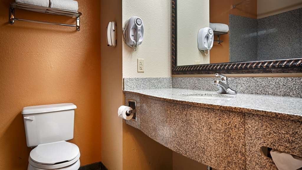 Best Western Plus Bass Hotel & Suites - Baño