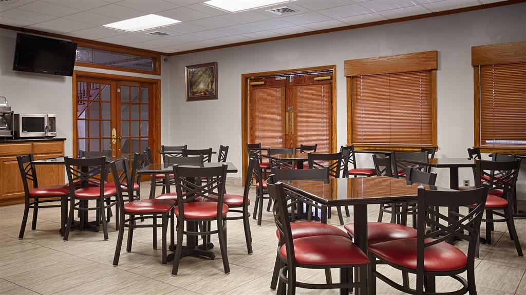 Best Western Central Inn - Choose from a wide selection of seating to enjoy your morning meal.