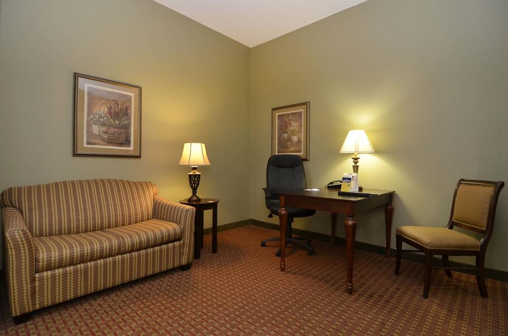 Best Western Plus Two Rivers Hotel & Suites - Wohnbereich der Suite