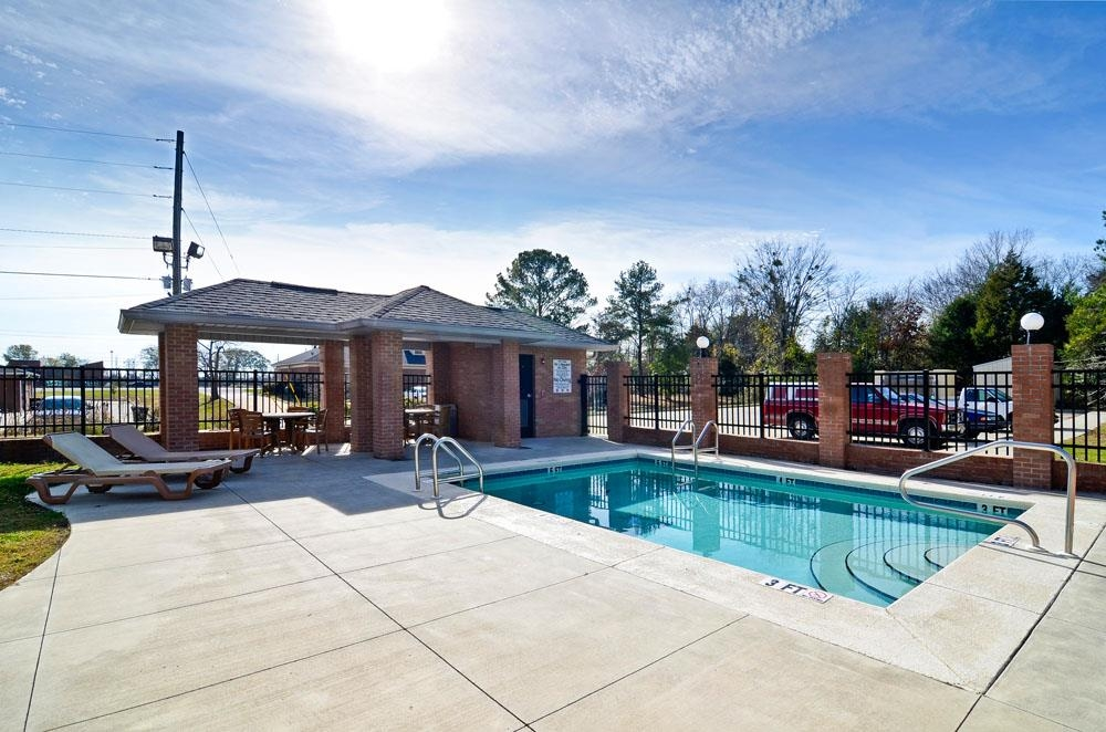 Best Western Plus Two Rivers Hotel & Suites - Whether you want to relax poolside or take a dip, our outdoor pool area is the perfect place to unwind.