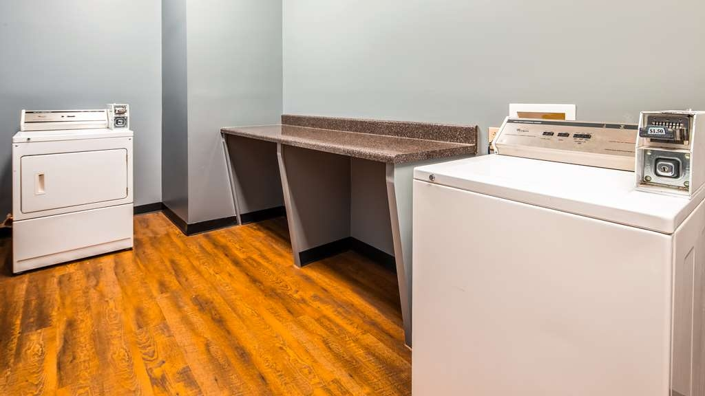 Best Western Plus Two Rivers Hotel & Suites - Laundry Facility
