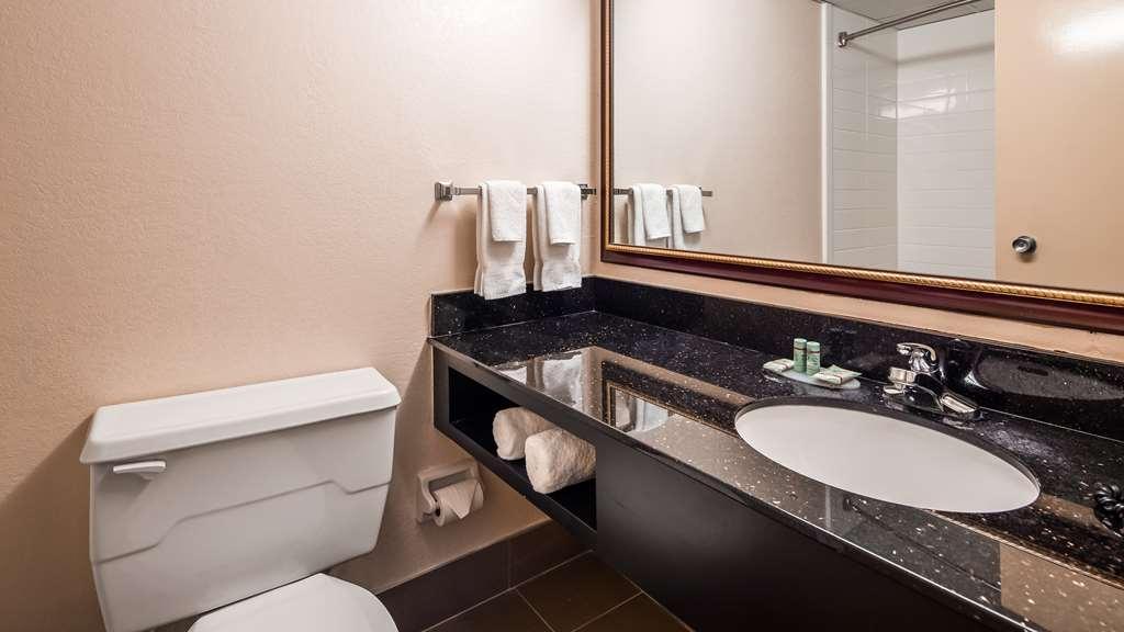 Best Western Riverside Inn - Bathroom