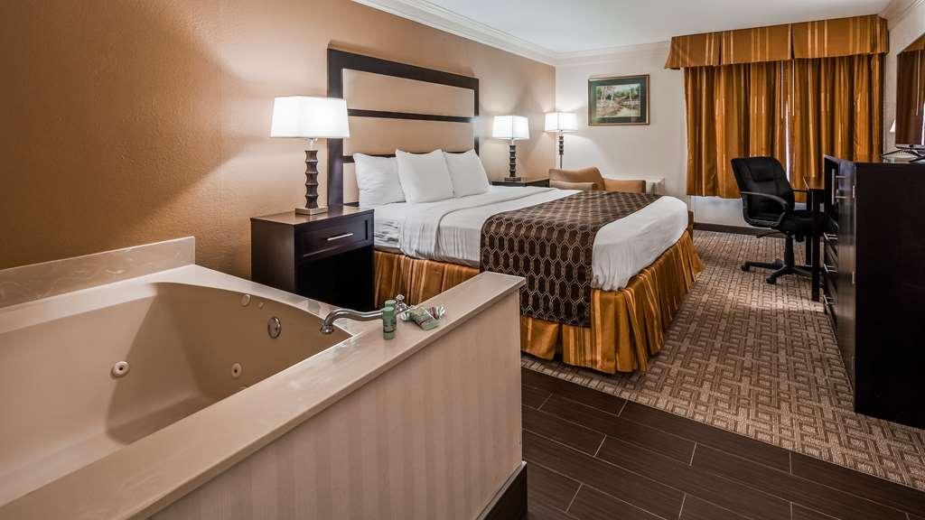 Best Western Riverside Inn - King Room with Whirlpool Tub