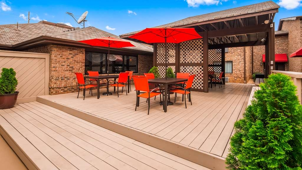 Best Western Auburn/Opelika Inn - Outdoor Patio and Sundeck Seating Area