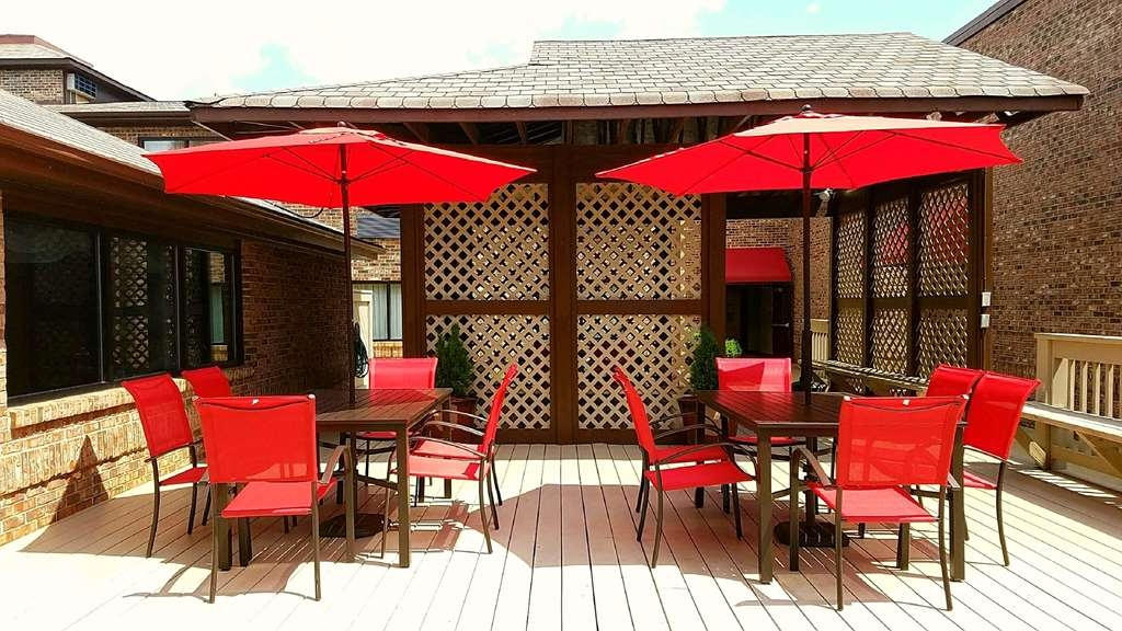 Best Western Auburn/Opelika Inn - Our outdoor deck offers a place to read a book or socialize with colleagues and friends.