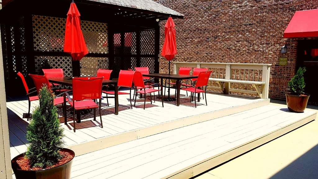 Best Western Auburn/Opelika Inn - Enjoy a moment of solitude on our outdoor public deck.