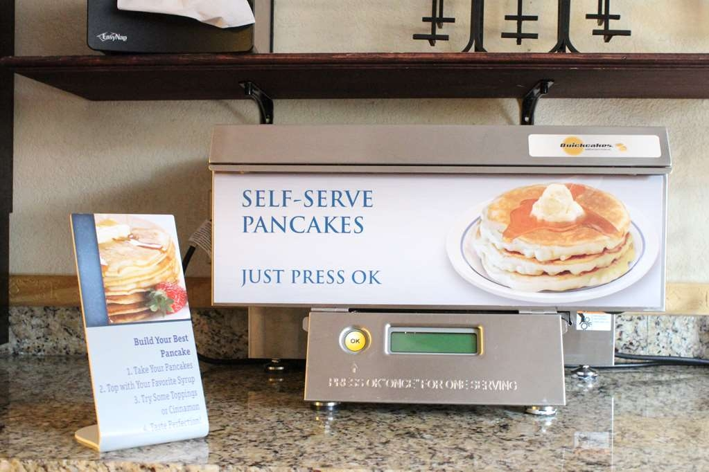 Best Western Auburn/Opelika Inn - Freshly made pancakes every morning!