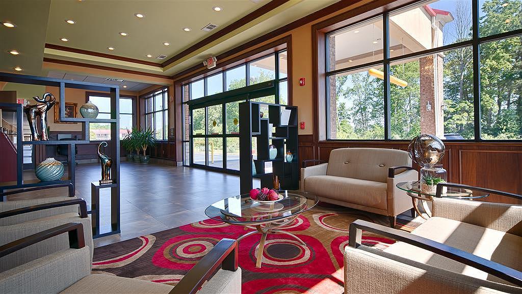 Best Western Acworth Inn - Venez vous installer dans notre hall de réception moderne pour rencontrer les autres clients ou retrouver les membres de votre groupe.